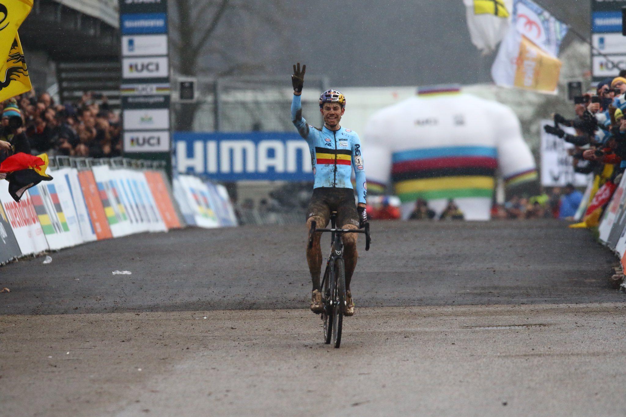Ваут ван Арт отстоял титул чемпиона мира по велокроссу