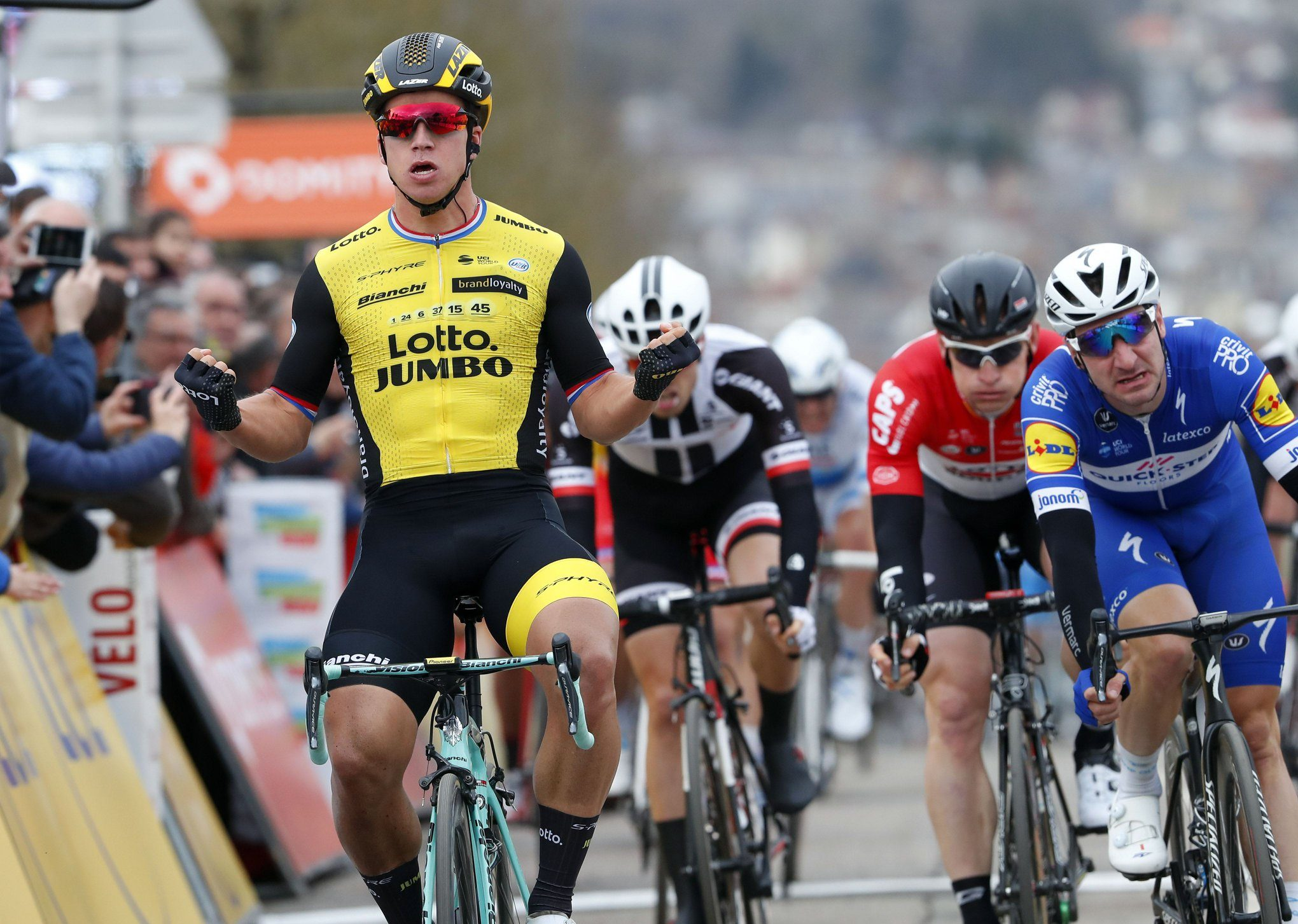 Дилан Груневеген — победитель второго этапа велогонки «Париж — Ницца»
