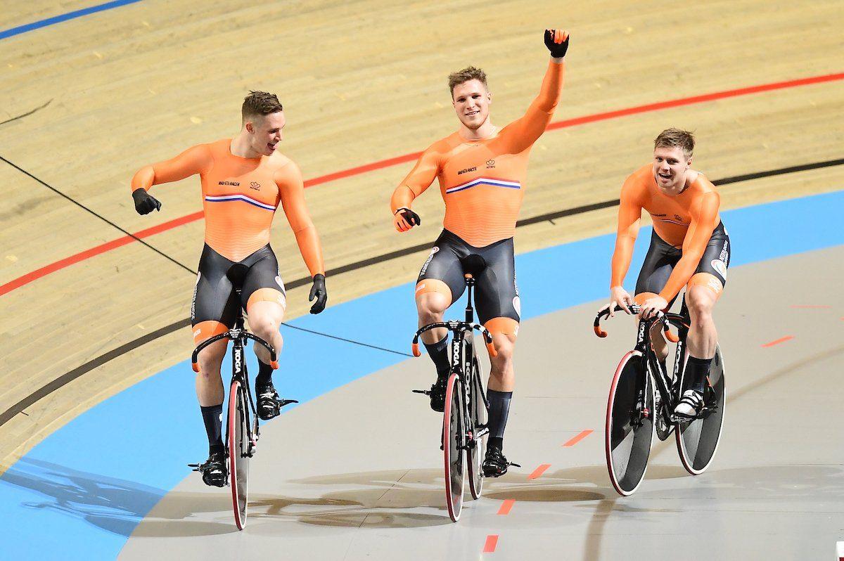 Голландское трио выиграло командный спринт на ЧМ в Апелдорне