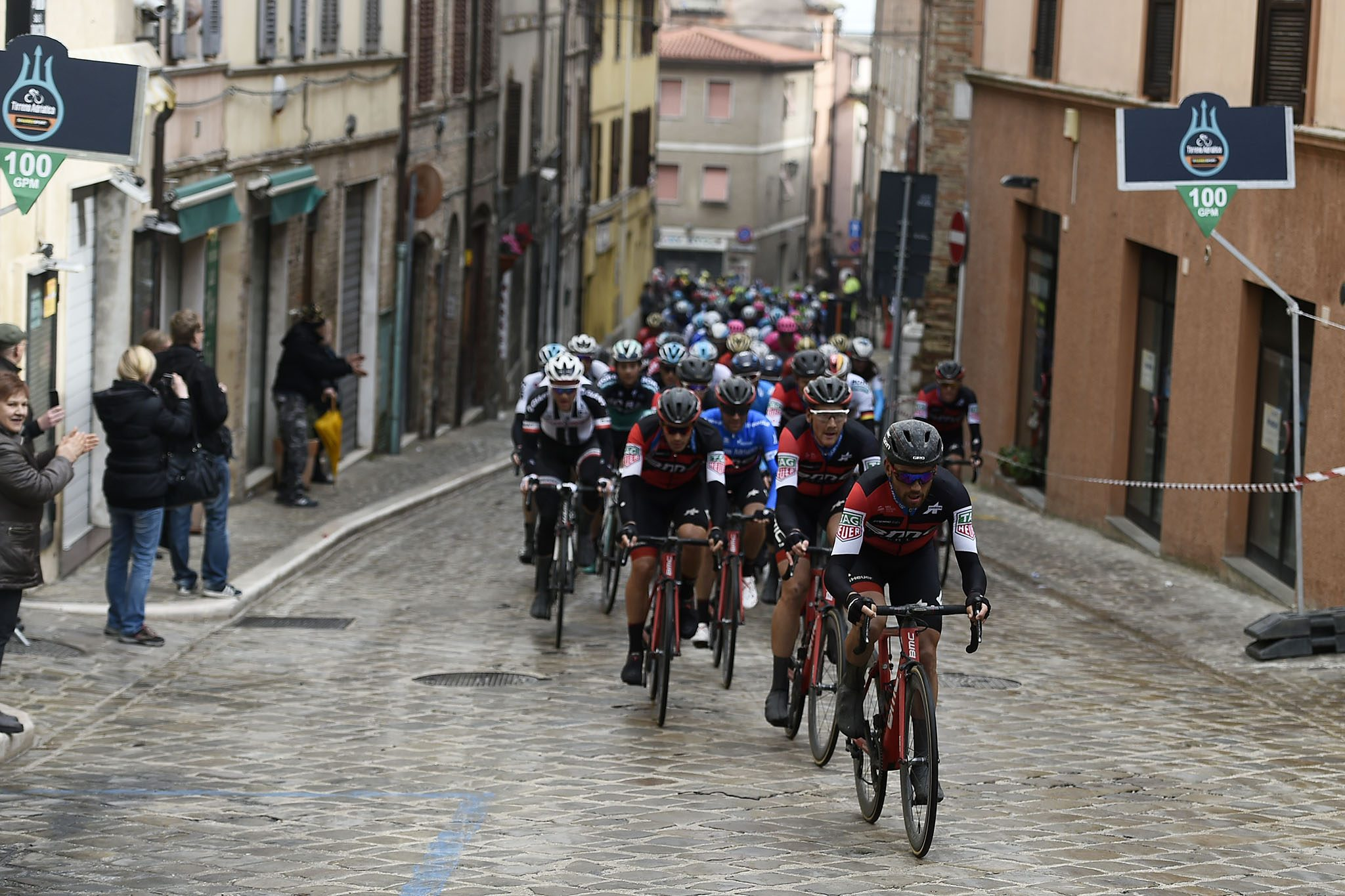 Адам Йейтс одолел Петера Сагана на пятом этапе велогонки «Тиррено — Адриатико»