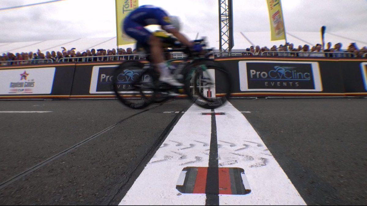 Данни ван Поппель выиграл велогонку «Халле — Ингойгем»