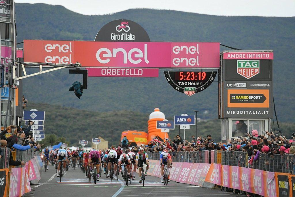 Элиа Вивиани лишили победы натретьем этапе «Джиро д'Италии»