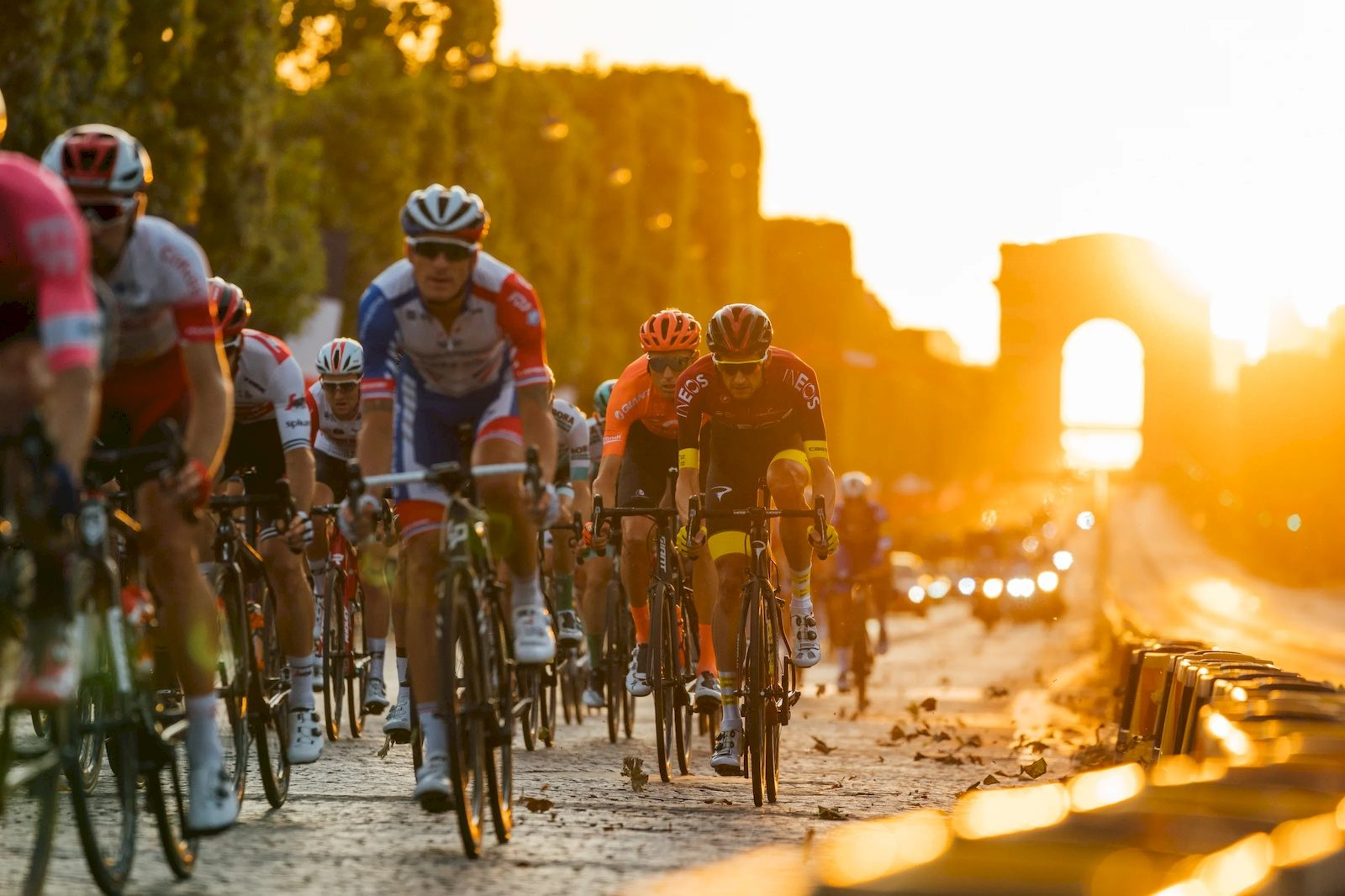 Последние километры «Тур де Франс» глазами фотографа Team Ineos