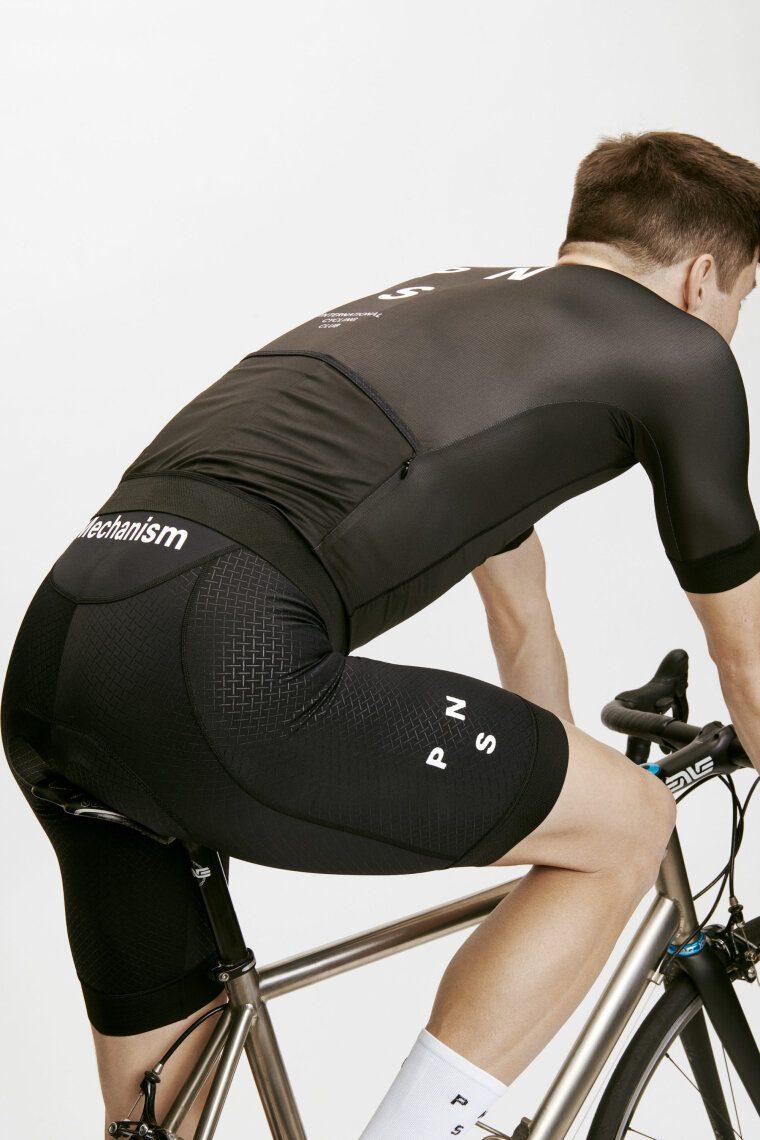 Нужно ли надевать бельё под велошорты? Категорически нет!