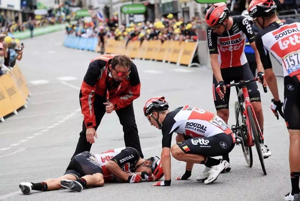 Калеб Юэн сломал ключицу в четырёх местах на третьем этапе «Тур де Франс»