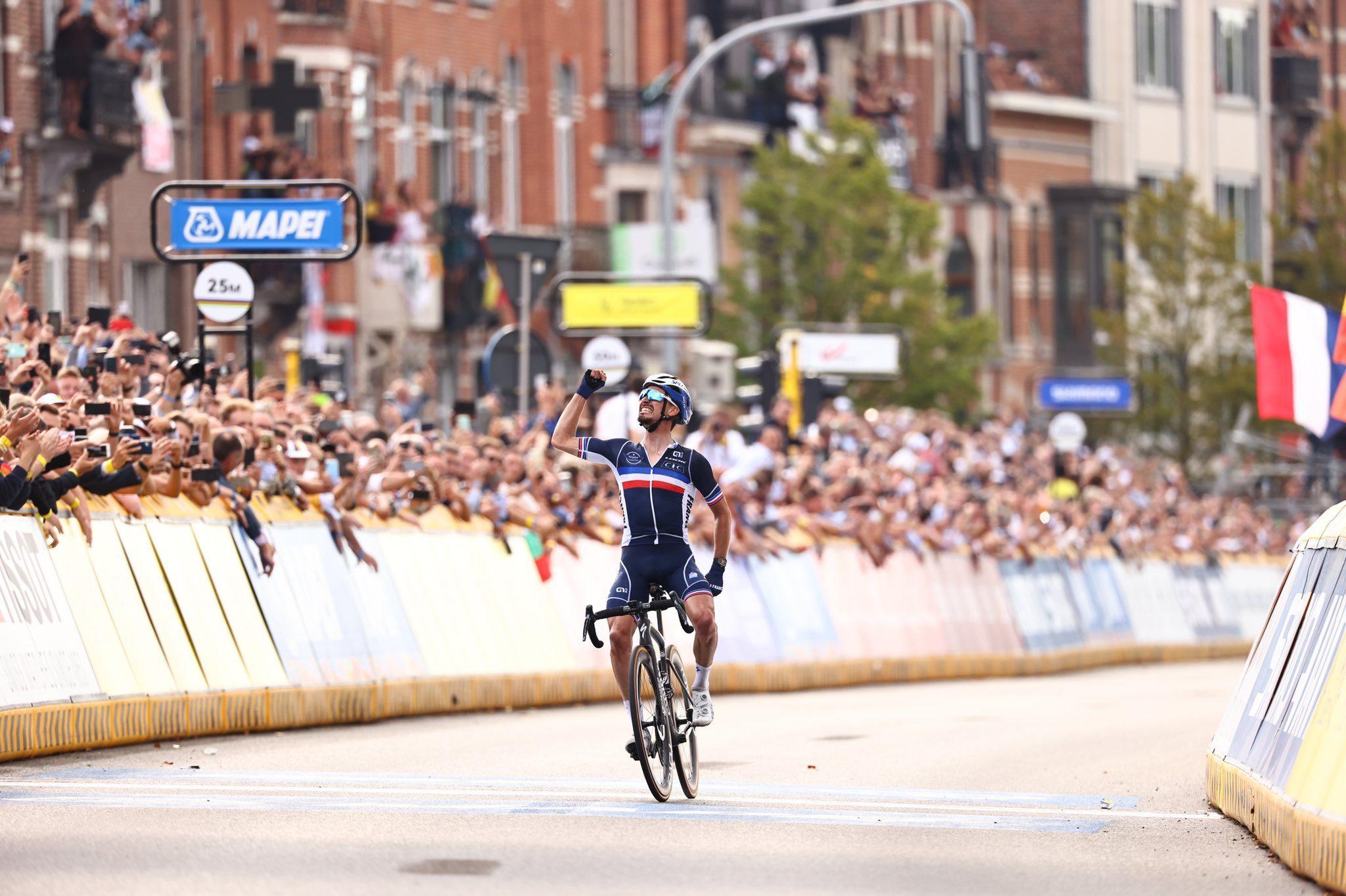Жюлиан Алафилипп отстоял радужную майку чемпиона мира по велоспорту